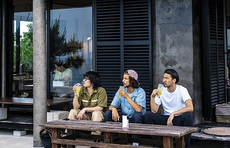 3.斎場御嶽の近くの古民家カフェでシークワーサージュース。最高のロケーションです