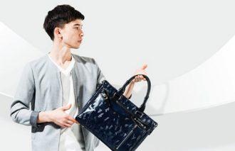 ちょっと贅沢な〈サマンサキングズ〉のバッグ&時計をセレクト<br>シンプルスタイルに映えるサマー・カモフラージュ