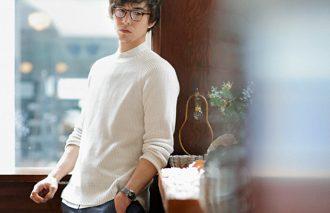 【人気コーデ2位】はネイビーショートパンツ×白ニット&白シャツ