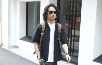 【8月の人気コーデ2位】開襟シャツ&白Tでヌケ感を作る!