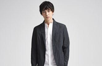 【今月の人気コーデ5位】はジャケットとテーパードパンツで作る大人スタイル