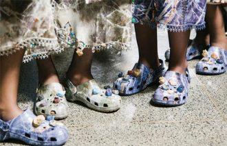 天然石をあしらった<br>オンリーワンなクロックスが、<br>ロンドンファッションウィークに登場!!
