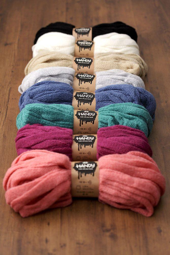 今年の冬は、ヨーロッパ生まれの腕編みざっくりスヌードがトレンドに!?