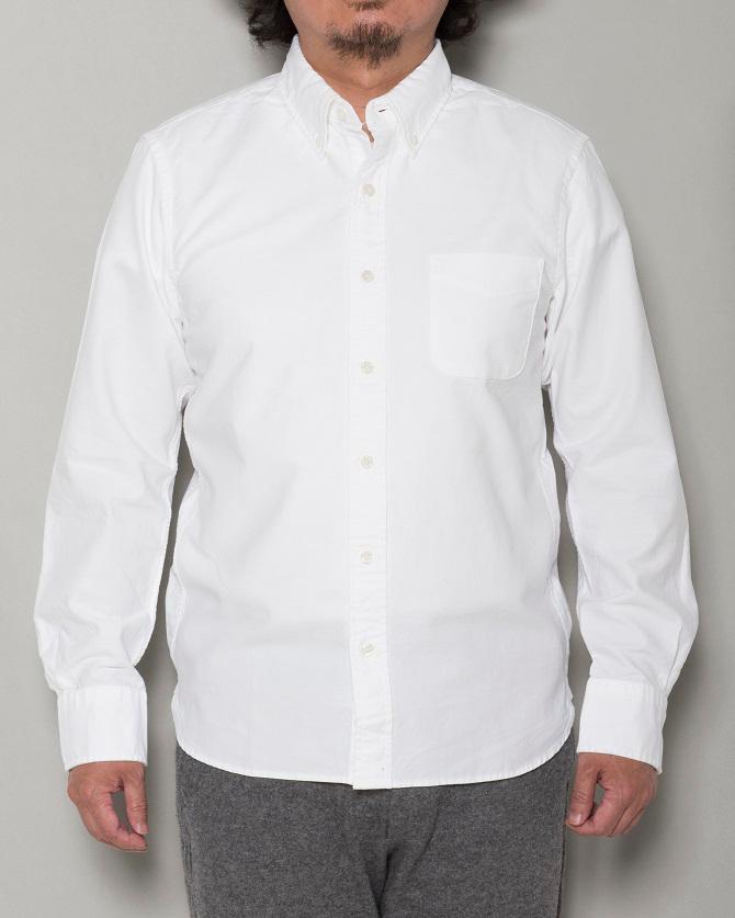 """『無印良品』の""""オーガニックコットン形態安定ボタンダウンシャツ""""は、"""