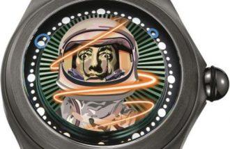 この宇宙飛行士はダリだ!?現代美術とコラボしたコルムの新作時計