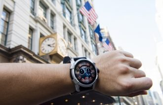 ディーゼルのスマートウオッチが海外旅行で大活躍する7つの理由