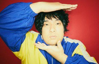 「朝ドラ」出演でも話題!岡崎体育が、2019年の幕開けに発表するアルバムで響かせる音楽への「本気度」