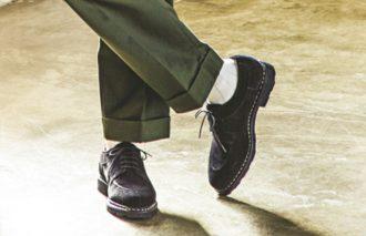 """チノとカーゴにはどっちが映える?""""スニーカーor革靴""""二択"""