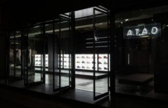 "<adidas>のみにフォーカスした<atmos>の新店舗が原宿に登場。コンセプトは""ストリートシューズバー""『A.T.A.D』"